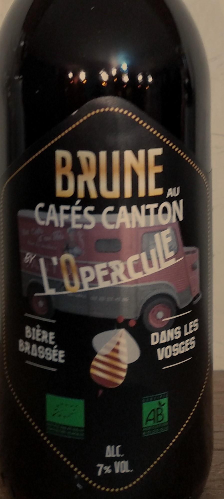 Brune au cafe canton